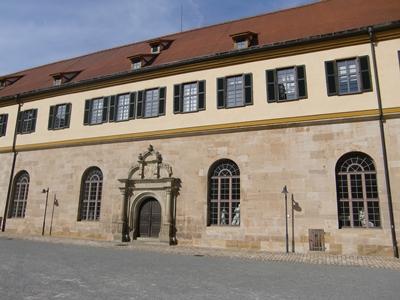 Im Tübinger Schloss wurde der Tübinger Vertrag, das Staatsgrundgesetz für das Herzogtum Württemberg, unterzeichnet.