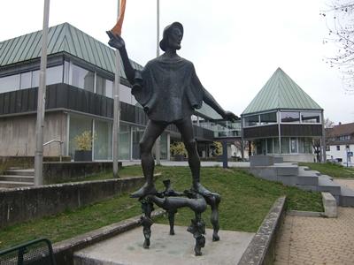 Peter-Gais-Denkmal von Fritz Nuss vor dem Rathaus in Beutelsbach