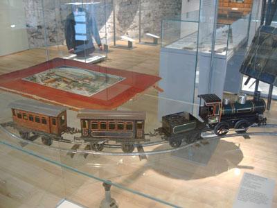 Bildunterschrift: Spielzeugeisenbahn im HF-Museum
