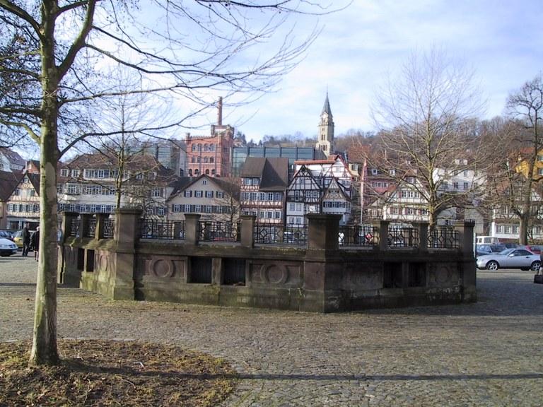 Der Haalbrunnen und der Haalplatz .