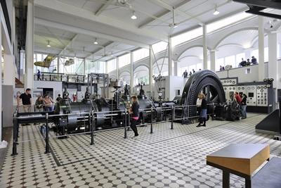 Technik erleben: Die Kolbendampfmaschine der Maschinenfabrik Esslingen von 1908.