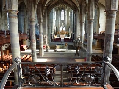 Kirchenschiff und Chor von St. Michael