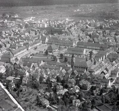 Freudenstadt: Die Kernstadt nach dem Wiederaufbau (Luftaufnahme von 1957)
