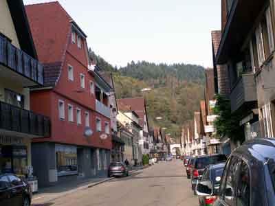 Hauptstraße mit Blickrichtung zum Oberen oder Schwabentor