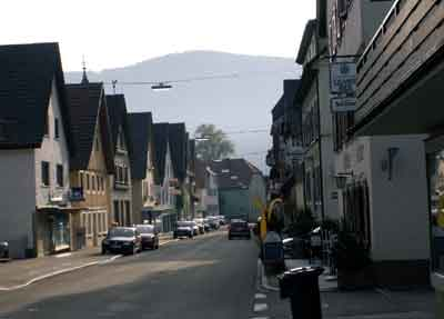 Hauptstraße und Blick zum ehemaligen Unteren oder Straßburger Tor