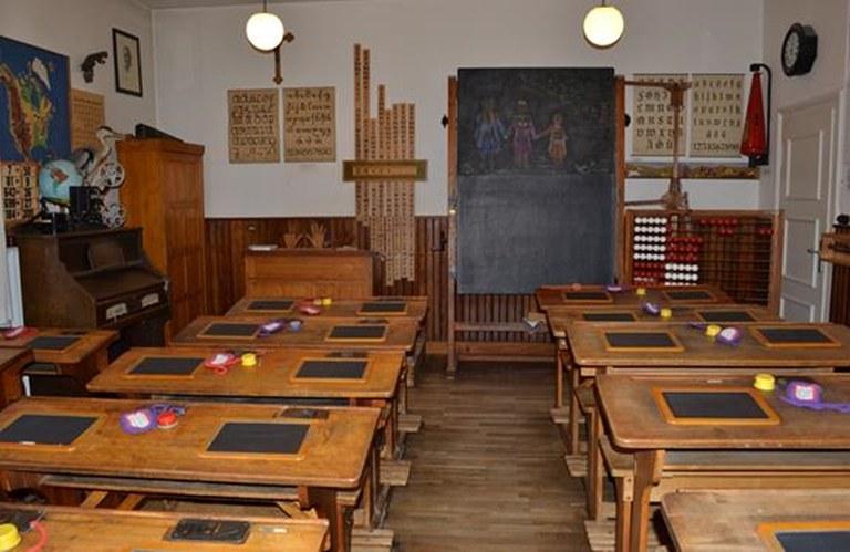 b1 klassenzimmer 1930.jpg