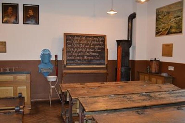 b5 klassenzimmer 1900.jpg