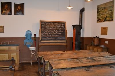 mini_b5 klassenzimmer 1900.jpg