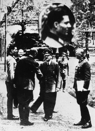 Stauffenberg mit Hitler und Keitel am 15. Juli 1944 in der Wolfschanze