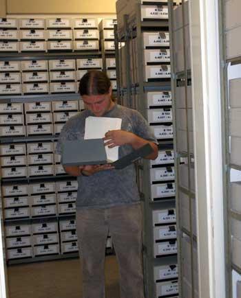 Etwa 70.000 Aktenbände bieten einen kompakten und nahezu vollständigen Überblick über die wesentlichen Ergebnisse der Strafverfolgung von NS-Tätern.