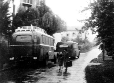 it grauen Bussen wurden die Opfer nach Grafeneck deportiert
