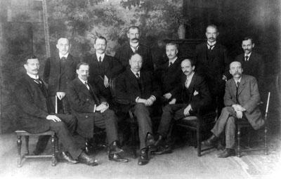 Die Badische Vorläufige Volksregierung im November 1918, (Ludwig Marum sitzend 2.v.r., neben Ministerpräsident Anton Geiß, Mitte)