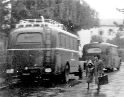 In grauen Bussen aus der Diakonie Stetten