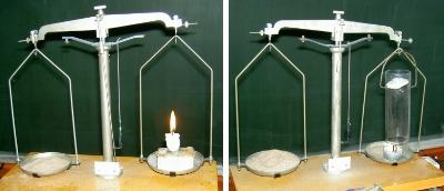 Kerze brennt auf Balkenwaage