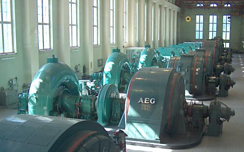 Blick in die Maschinenhalle des Walchenseekraftwerks