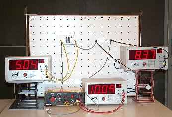 Versuchsaufbau Reihenschaltung Kondensator und Widerstand