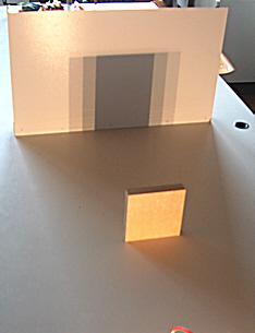 Schatten dreier punktförmiger Lampen