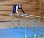 Übung am Barren Klasse 4