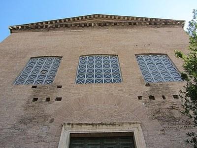 Fassade der Curia auf dem Forum Romanum