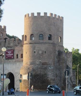 Porta Ostiense, Wehrturm