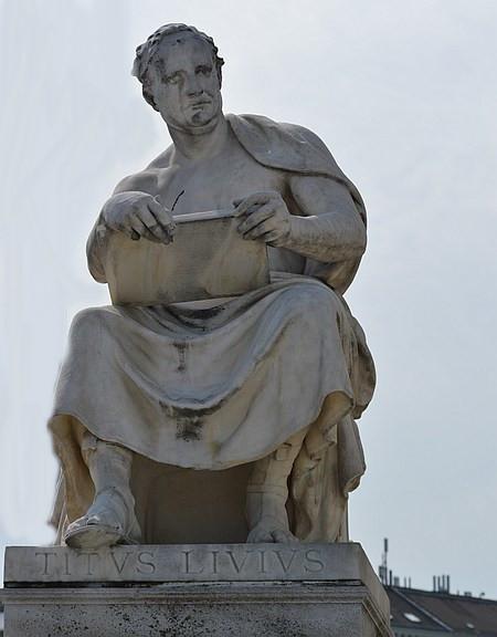 Skulptur des T. Livius, am Parlament in Wien