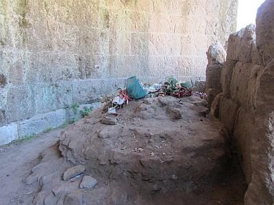 Der Altar des vergöttlichten Caesar auf dem Forum Romanum