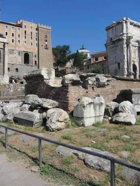 Rostra auf dem Forum Romanum