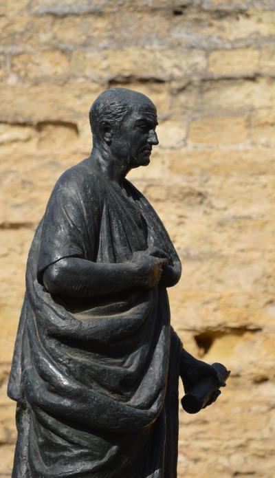 Das Denkmal des Philosophen Seneca in seinem Geburtsort in Cordoba, Spanien