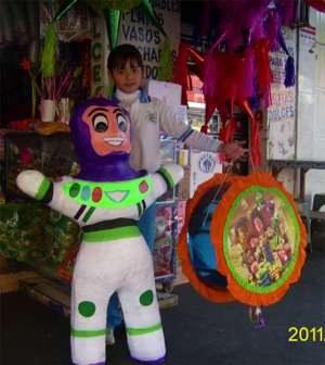 Piñatas en México