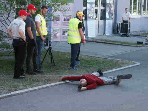 Die Fußgängerin liegt am Boden
